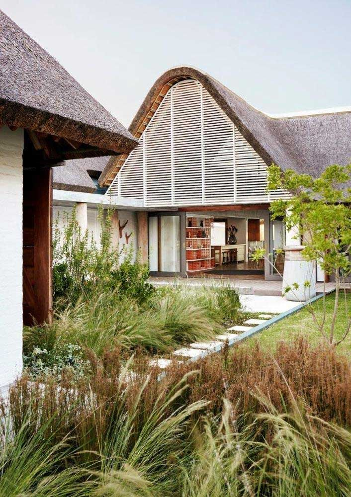 Thatched Roof Designs 3 Features Of An Eco Friendly Modern Home In 2020 River House Architect Thatched Roof