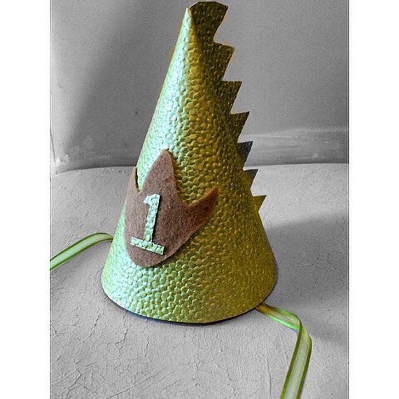 Chapeau danniversaire Dino premier chapeau par babyyourbabyboutique