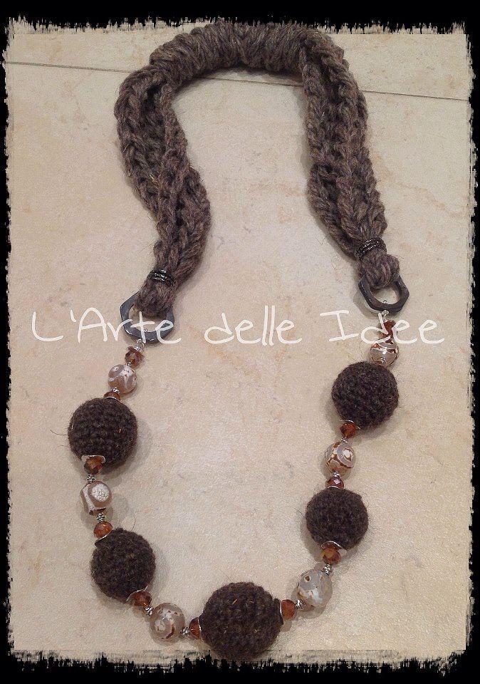 Collana crochet  in lana d'Abruzzo interamente realizzata a mano!