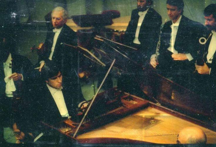 Il fratello Marcello: «Io ho sette anni più di lui e sono stato il suo maestro di pianoforte. Ha studiato con me cinque anni e poi è entrato in Conservatorio. Come pianista era bravissimo. All'inizio degli anni Cinquanta, a Parigi, nella Sala Gaveau, mio padre, Claudio ed io ci siamo alternati come solisti in concerti di Bach, ciascuno suonando e dirigendo contemporaneamente. Alla fine, io e Claudio ci siamo esibiti nel Concerto in do minore per due pianoforti di Bach. Una serata…