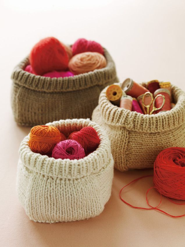 For those who #knit (and plan ahead) what about this sweet knitted baskets instead of gift wrap? #DIY #budget