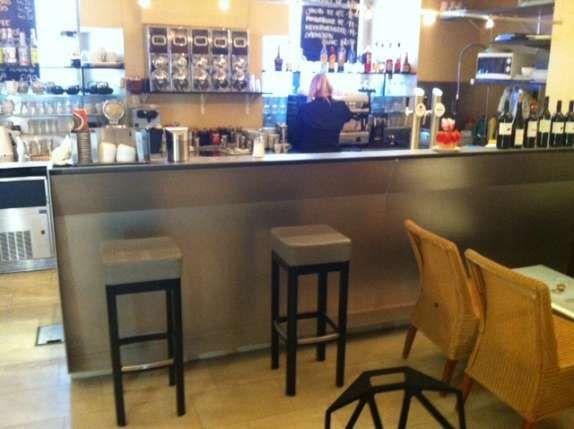 Kaffeebareinrichtung, (Theke, Kühlgeräte, Geschirrspüler.)