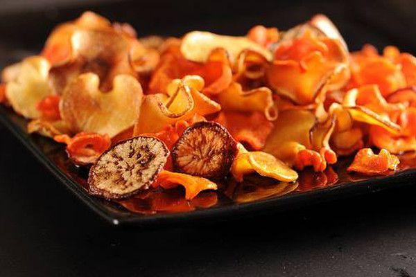 Zeleninové chipsy musíš vyzkoušet! Jsou velmi dobré a žádné hubnoucí snažení nepokazí. Já si zeleninové chypsy dělám často a vždy se na ně moc těším :-).  &nbs