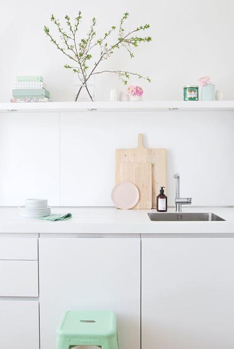 white pastell kitchen