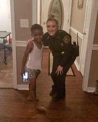 Little boy saves Christmas with a little help from local police department. Well now I know the Grinch won't be taking all the children's toys away (including mine!). READ THE WHOLE STORY: http://ift.tt/2oT2HJF  #police #lawenforcement #policelivesmatter #policework #thinblueline #thinbluelinefamily #thinbluelinefinest #policelivesmatter #policewife #salutetheblue #backtheblue #tacticalblue #tacticalduty #texaspolice #texastrooper #policedispatcher #policek9 #supportpolice #policelife…