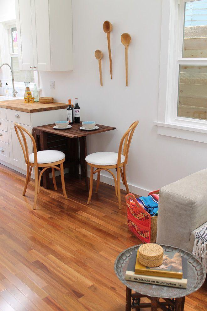 Раскладные столы для маленькой кухни: как оптимизировать кухонное пространство и обзор наиболее удобных современных моделей http://happymodern.ru/kuxonnye-stoly-raskladnye-dlya-malenkoj-kuxni/ Компактный кухонный стол известного нидерландского бренда IKEA