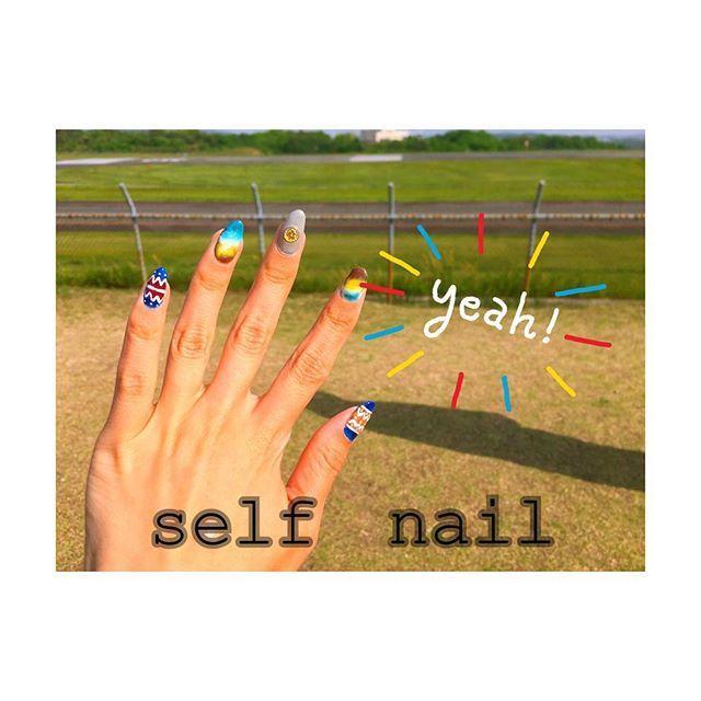 . . #セルフネイル #ジェルネイル . . 全く時間無くて、放置してたら. 人差し指の爪がパキッ😵omg. GW中、時間とやる気ができて. だいぶ爪も短くなって快適✨. . 今、何ネイルが流行ってるの~. やっぱりお花は嫌よ~. そろそろ金箔~?ん~。. サイト見てみよ🙄. . . #selfnail #newnail #岡山 #okayama #japan #フォロー #follow #followme #instagood #いいね #ママ #チビ #親バカ部 #息子 #娘 #japanesegirl #男の子ママ #女の子ママ #photo #instalike #mama #フォローミー #mamanoko #l4l