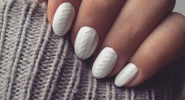 Si eres fan del nail art, las cable knit nails deben de estar en tu radar. Esta nueva moda está inspirada en los suéteres gruesos que usamos en el invierno