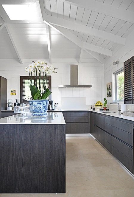 Sleek & Minimal Kitchen |design Les Ensembliers | House & Home