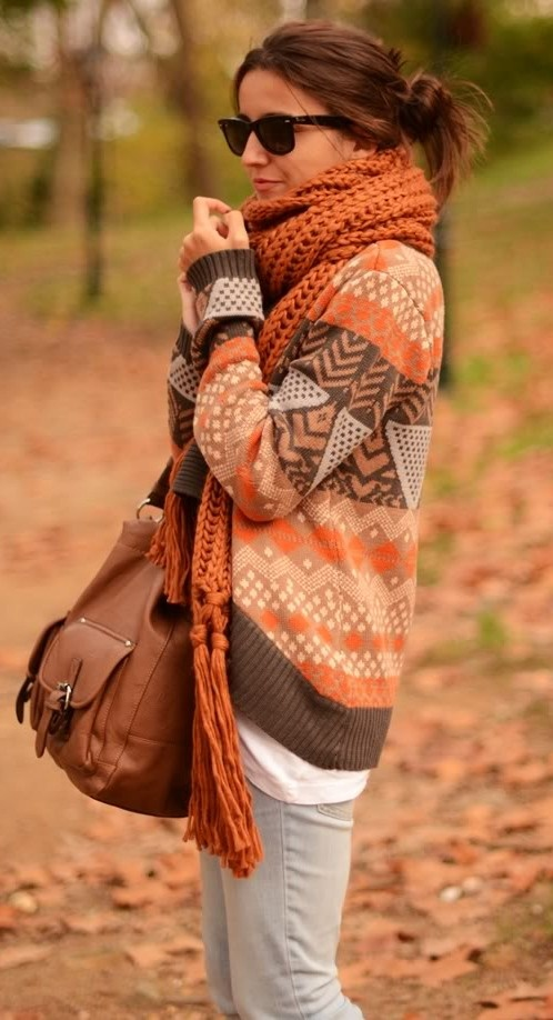 Oversized cardigan + chunky scarf = fall outfit
