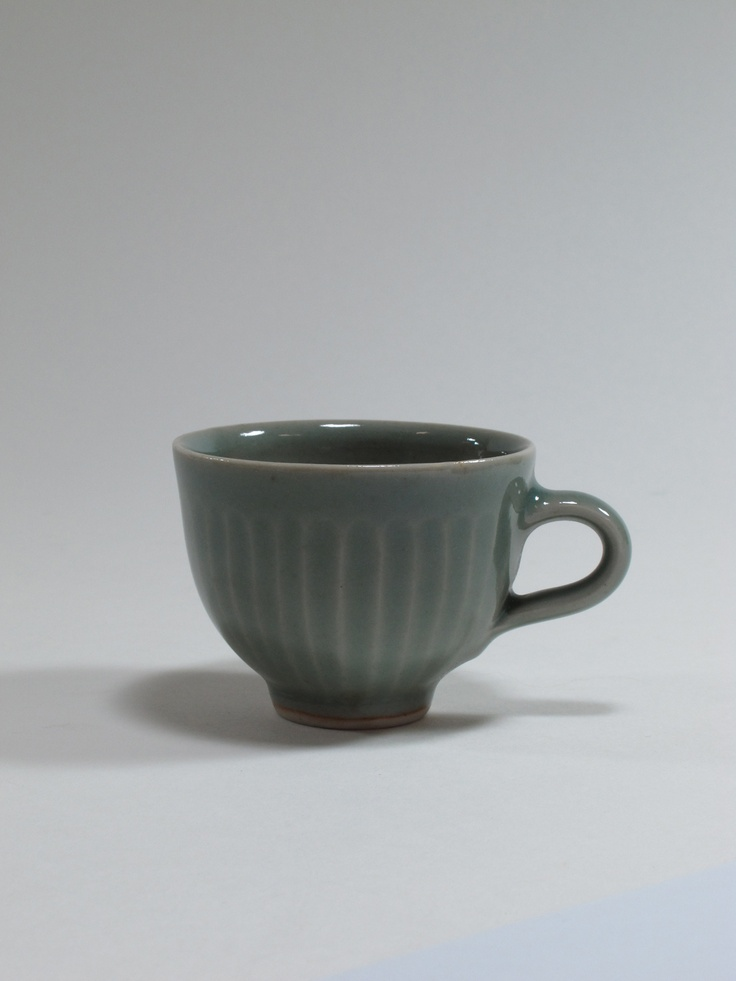 Harry Davis, Crowan Pottery, demitasse (from a larger coffee service), 1955, England. Collection of Auckland Museum K3144