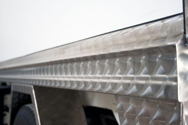 Piaggio Porter. Cassa isotermica, categoria FRC (Frigorifero Rinforzato classe C) in regime A.T.P.  Spessore di 80 mm con porta laterale e chiusure incassate. Capacità 2700 L.