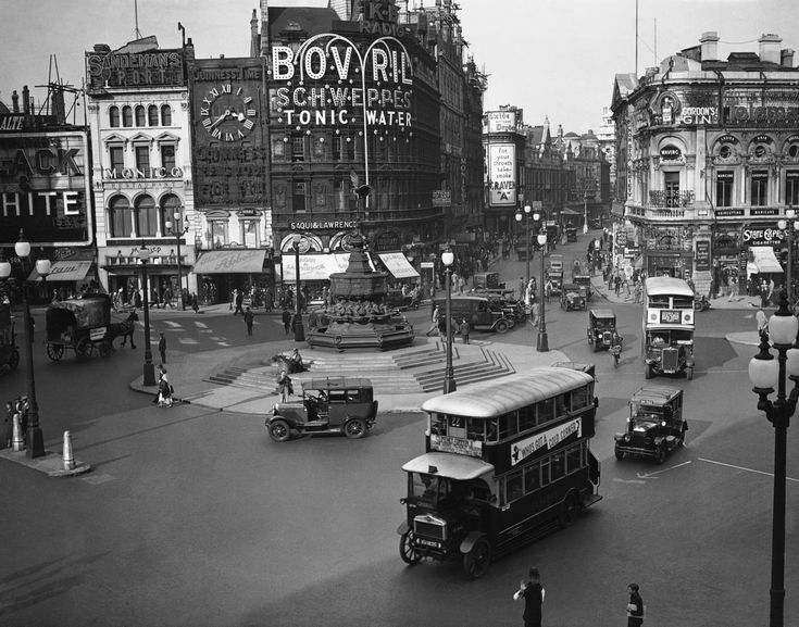 The Extraordinary Transformation Of Piccadilly Circus In Pictures