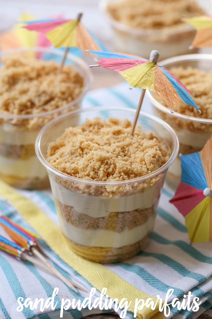 Sand Pudding Parfaits - a delicious Golden Oreo dessert with layers of pudding cream between.