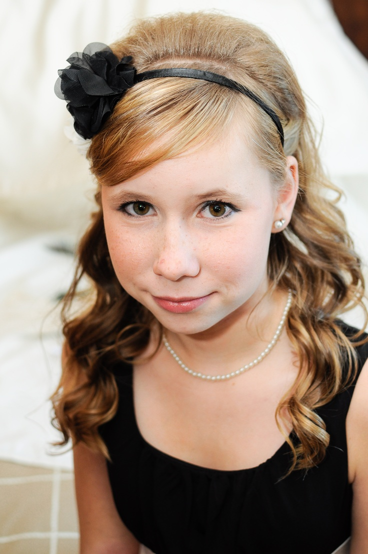 Junior bridesmaid hair accessories - Jr Bridesmaid With Pearls Wearing Black And Ivory