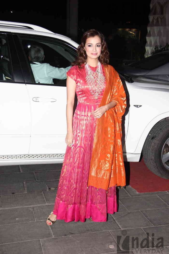 Fancy  Colorful Dia Mirza at TSeries u Tulsi Kumar u Hitesh Ralhan Grand Wedding Reception