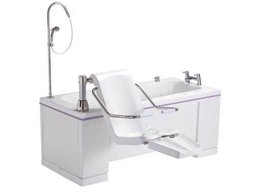 Você sabia que já existem no mercado mundial banheiras acessíveis para pessoas com deficiência motora? Uma designer mostra estes modelos para nós! Confira!
