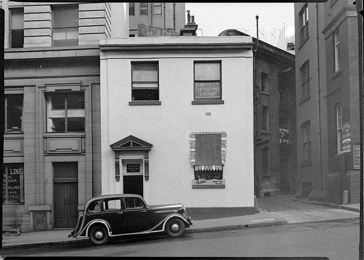 Fantasia Coffee Inn at 17 Grosvenor St,Sydney in 1946. •Sam Hood• •State Library of New South Wales• 🌹