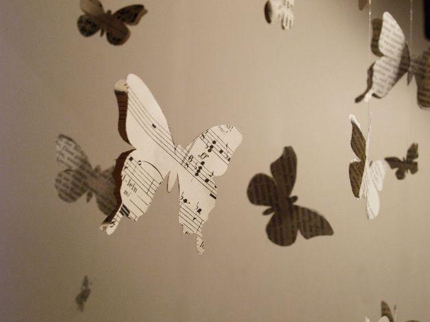 Unique Schmetterling Mobile aus alten Buchseiten