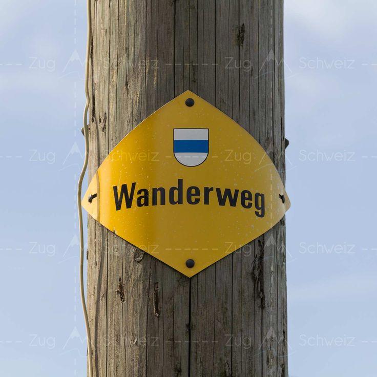 Wanderweg-Schild mit Wappen vom Kanton #Zug in der Schweiz (Switzerland)