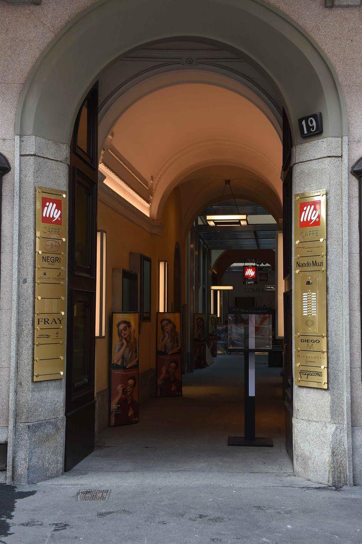 Flagship store Illycaffè di via Monte Napoleone a Milano
