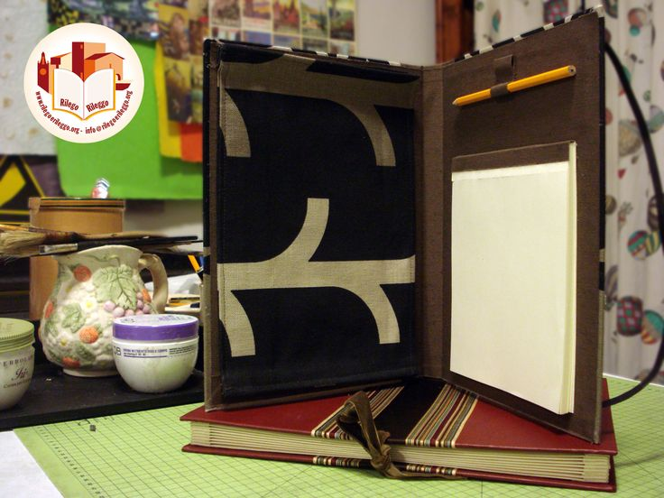 Porta iPad/Tablet con notes e porta penne, in tela. Creato da noi: www.rilegoerileggo.org