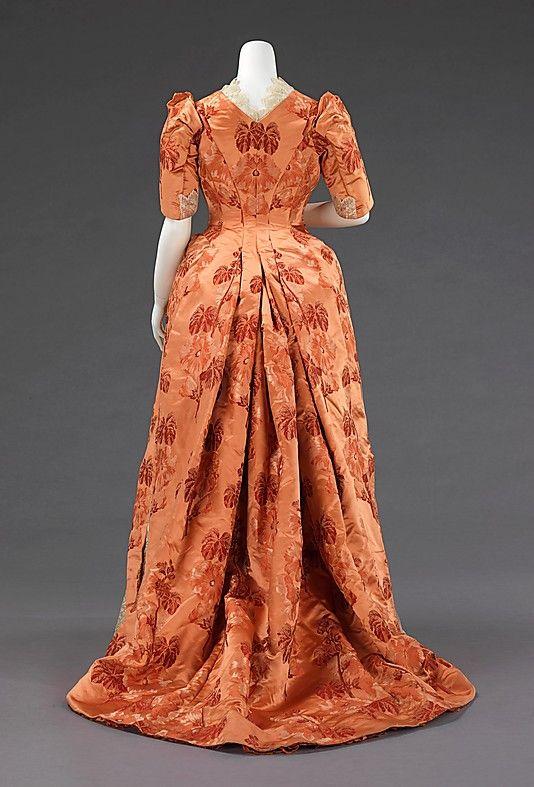 1886 ___ Dinner Dress ___ Silk ___ American ___ at The Metropolitan Museum of Art ___ photo 2