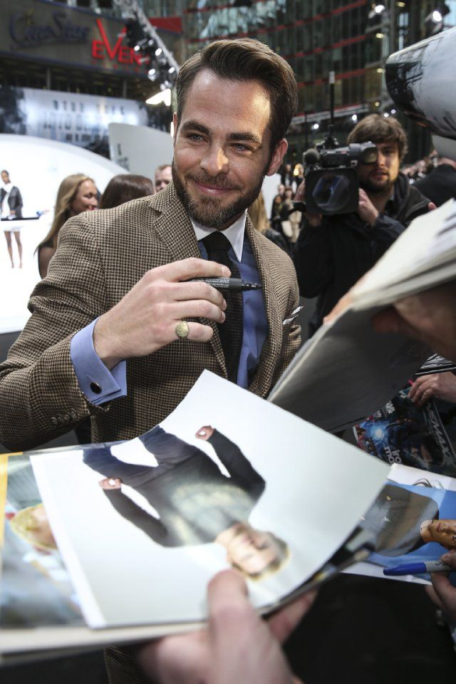 Chris Pine - Pictures, Photos & Images - IMDb