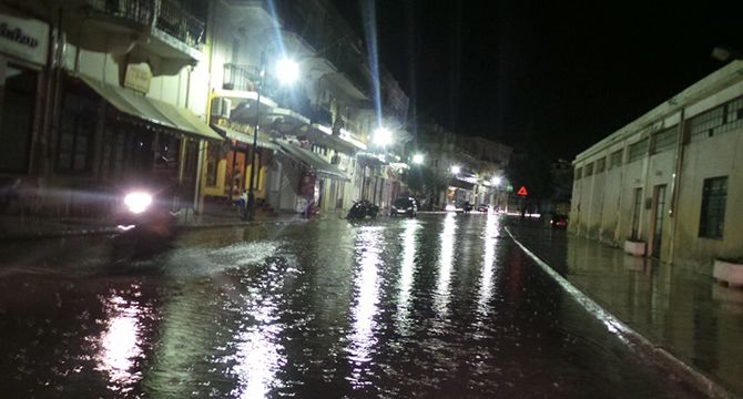 ''Βενετία'' η Σύρος από τη βροχή...