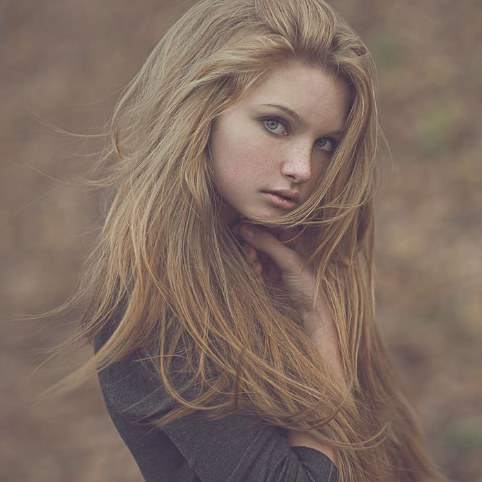hair eyes Girl with blonde green