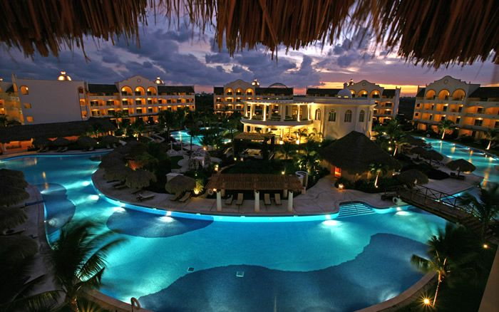 Wow... a great panoramic shot of Excellence Riviera Cancun ;) #RivieraMaya