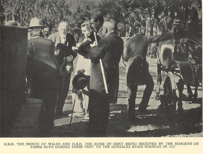 El Príncipe de Gales y el Duque de Kent son recibidos en Bodegas Tio Pepe.