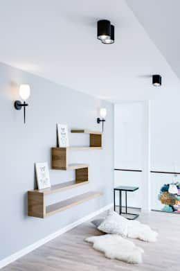 Corredores, halls e escadas escandinavos por DK architektura wnętrz