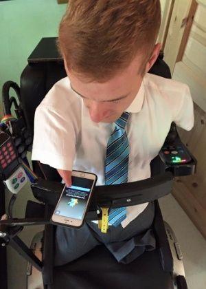 Janis McDavid, 25, nasceu sem braços e pernas. Mas mesmo assim cursa a universidade, dirige um carro e viaja pelo mundo. Hoje ele está dando início à sua c...