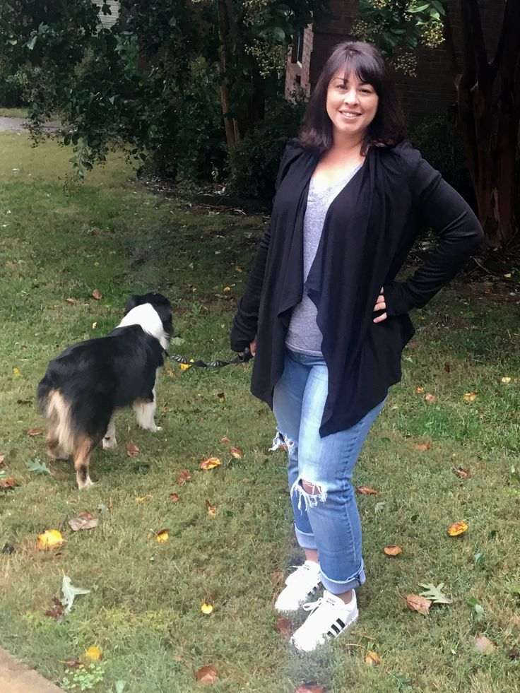 Ink Love & Peace Filippe cardigan, KFTK boyfriend jeans and Current/Elliott Stacy tee.  All stitch fix, different fixes.  Great for a lazy rainy day of taking the dogs to the vet for their vaccines.