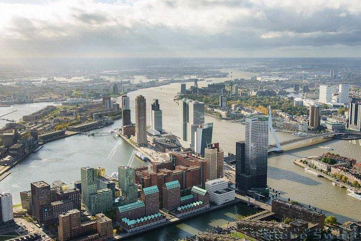 Deze luchtfoto van de Wilhelminapier en Kop van Zuid is gemaakt door fotograaf Siebe Swart. Prachtig om te zien!