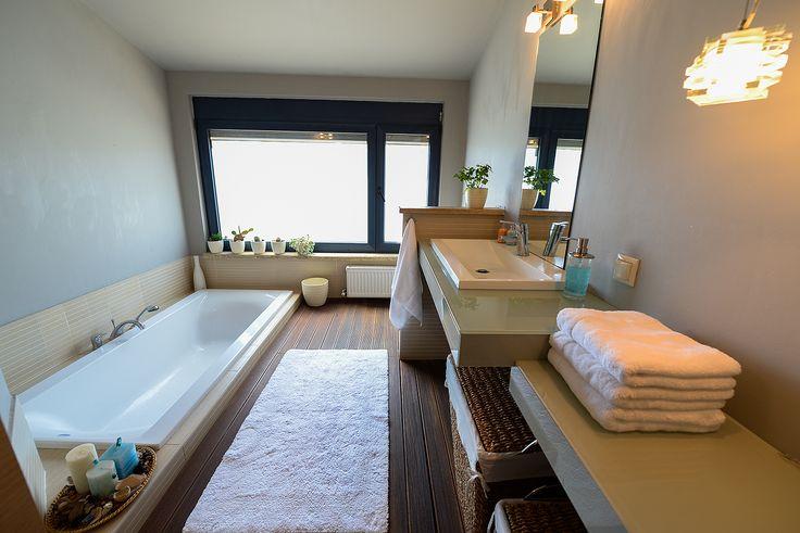 Μπάνιο με μοντέρνα διακόσμηση
