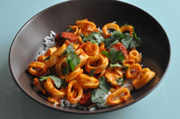 On se retrouve aujourd'hui pour une recette Terre/Merre avec au programme, anneaux de calamars au chorizo et au poivron à la plancha. Une