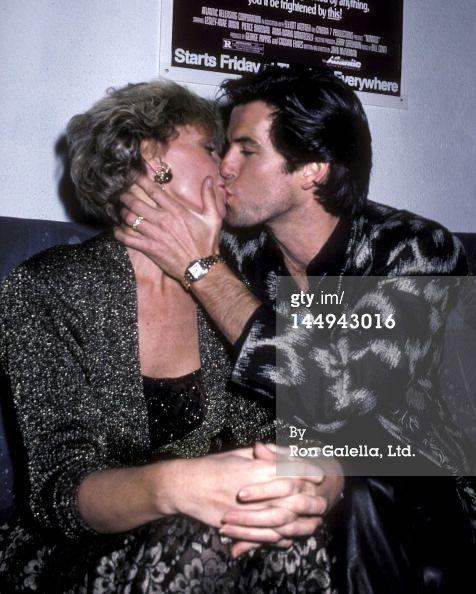 Pierce Brosnan kissing his wife Cassandra Harris, 1986. I envy her, d'oh!