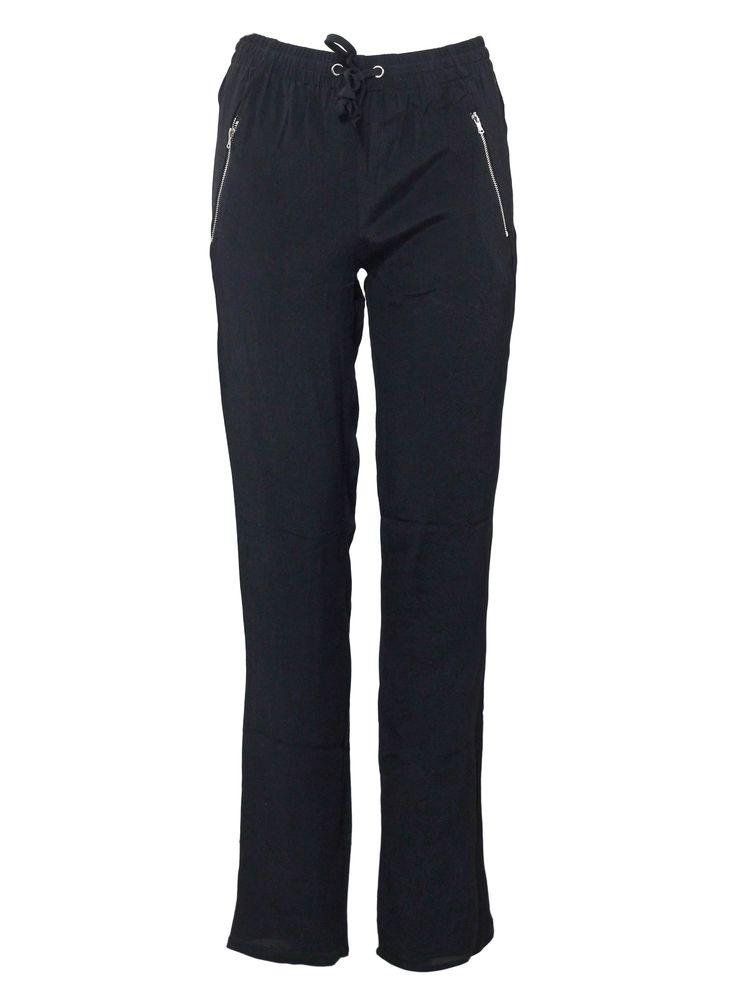 Le pantalon noir fluide ! Entre confort et élégance, sa légèreté va vous séduire... http://tinyurl.com/l9eduxf  #pantalon #élégance #noir #décontracté