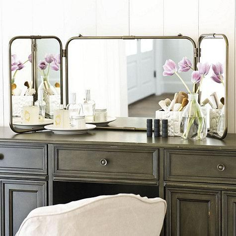 Love the antiqueish look of this 3 way mirror.