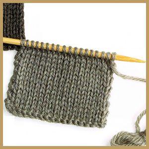 Randmaschen sauber mit verschiedenen Möglichkeiten gearbeitet, ergeben glatte Ränder, die das Zusammennähen der Strickteile am Ende erleichtern