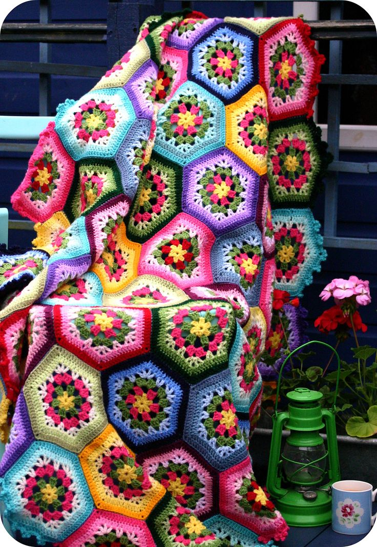 "Inspiration :: Ravelry: stripey-mooka's Japanese Hexagon Throw, pattern from the Japanese book ""Pretty Color Crochet and Knit Goods 2""  #crochet #afghan #blanket"