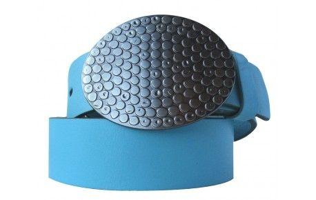 Gürtel hellblau mit ovaler Schnalle.Worauf Sie sich verlassen können, wenn Sie diesen hellblauen Gürtel kaufen: Höchste Qualität aus kontrollierter Produktion. Bei modischen Accessoires wie diesem Gürtel aus echtem Leder in hellblau kommt es auf eine sorgfältige Verarbeitung an. Das gilt auch für die nickelfreie Schließe. Suchen Sie sich einfach die passende Länge aus und mit eine wenig Pflege hält dieser Gürtel viele Jahre lang. Jetzt bestellen!