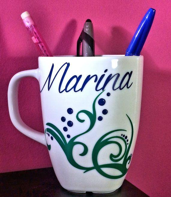 Mug con applicazione in vinile, fondale marino con nome - personalizzabile, disegno interamente fatto a mano