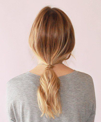 A ponytail can be good for any occasion, whether it's the first day of school, an interview or a night out. This relaxed ponytail is one of our favorite variations. We'll show you how to achieve this perfect simple, yet elegant ponytail in just 5 steps.