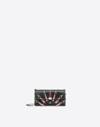 €2650 Valentino Are you looking for Valentino Garavani Cross Body Bag? Find out all the details at Valentino Online Boutique and shop designer icons to wear.