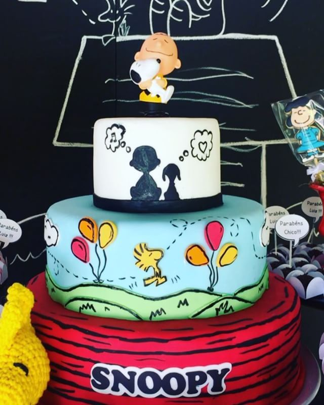 """80 curtidas, 1 comentários - Nath Toledo Festas (@nath_toledo) no Instagram: """"Mas que puxa!! ❤️ #snoopy #charliebrown #peanuts #amendoim #festasnoopy #bolofake #cake…"""""""