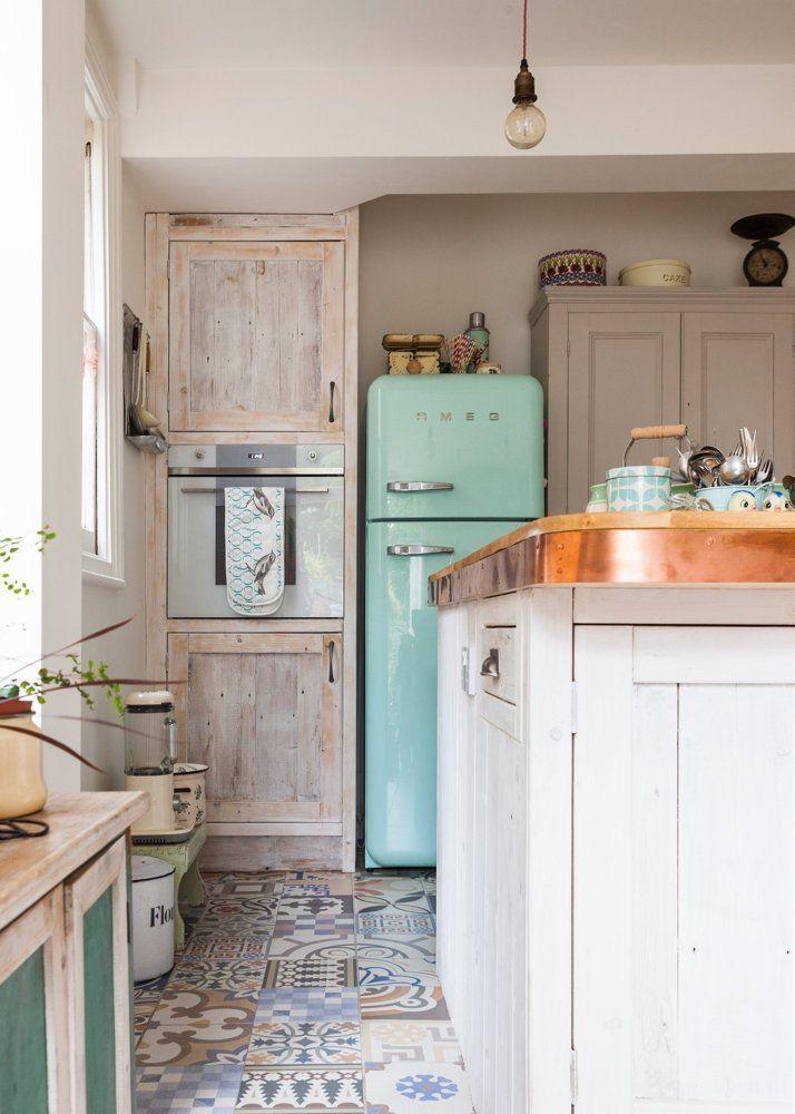 Cute, shabby chic kitchen.