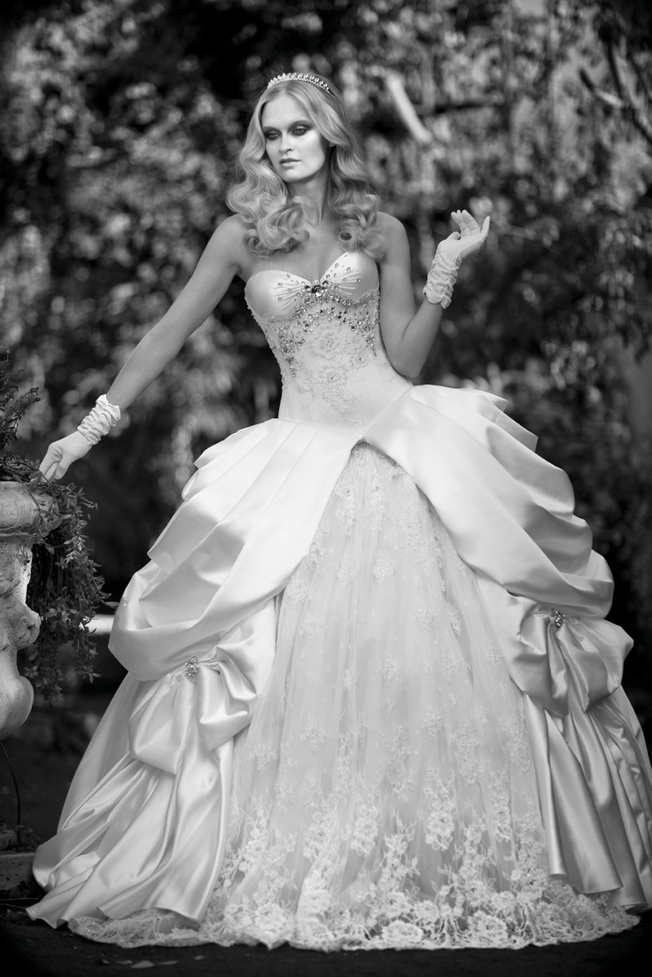 76 best Wedding dresses images on Pinterest   Wedding dressses ...